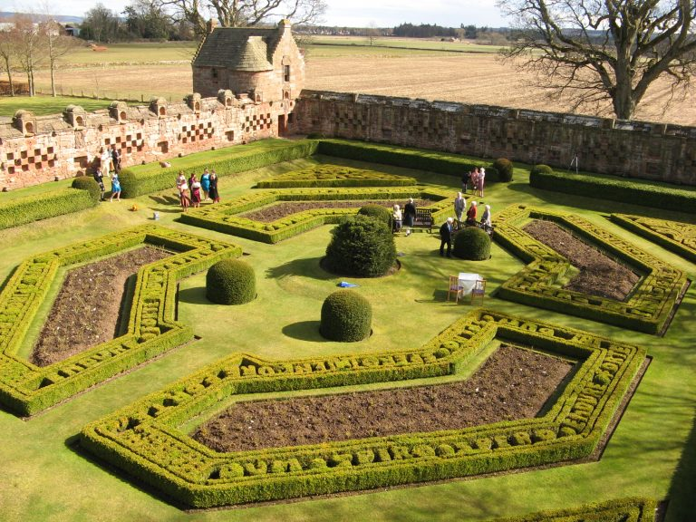 Blog article: WALLED GARDENS : CANCELED?